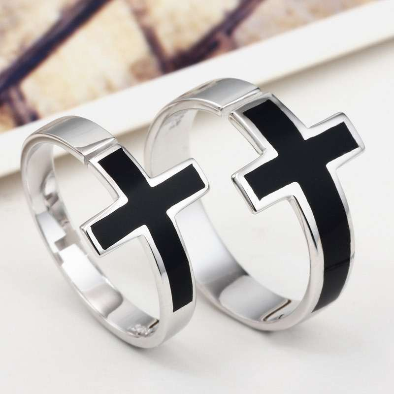 古老的十字架戒指