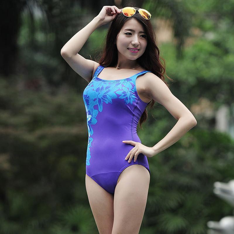 运动泳衣手绘图片