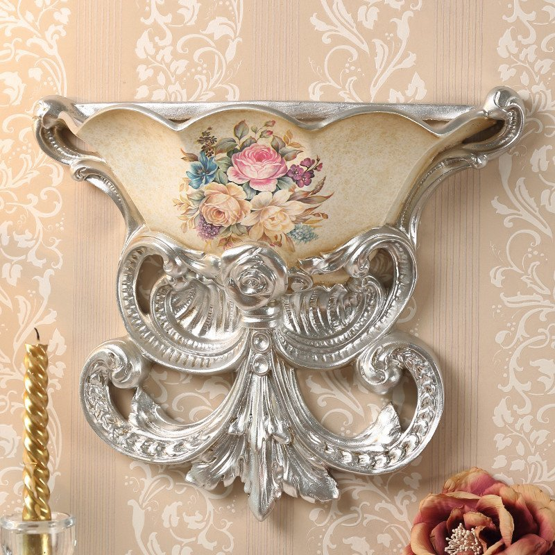 视背景墙上装饰品挂件