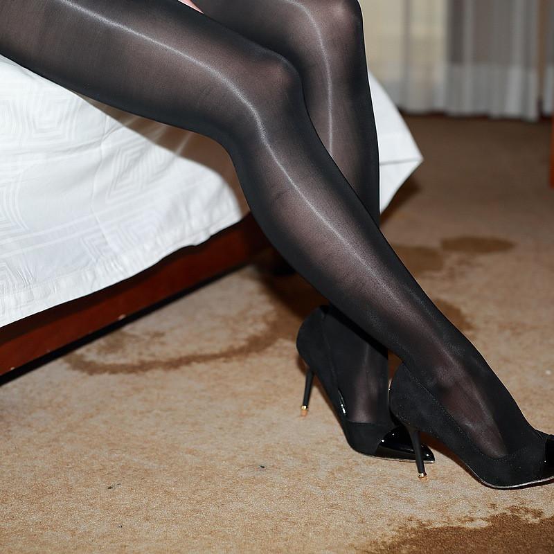 叶子媚高密油亮丝滑春夏连裤袜慕丝感薄款油光加裆加大极度v高密情趣套房鲁山情趣图片