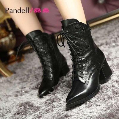 品点(Pandell)新款粗跟短靴系带及踝靴尖头印花铆钉秋冬女靴时尚靴子女鞋中跟马丁靴