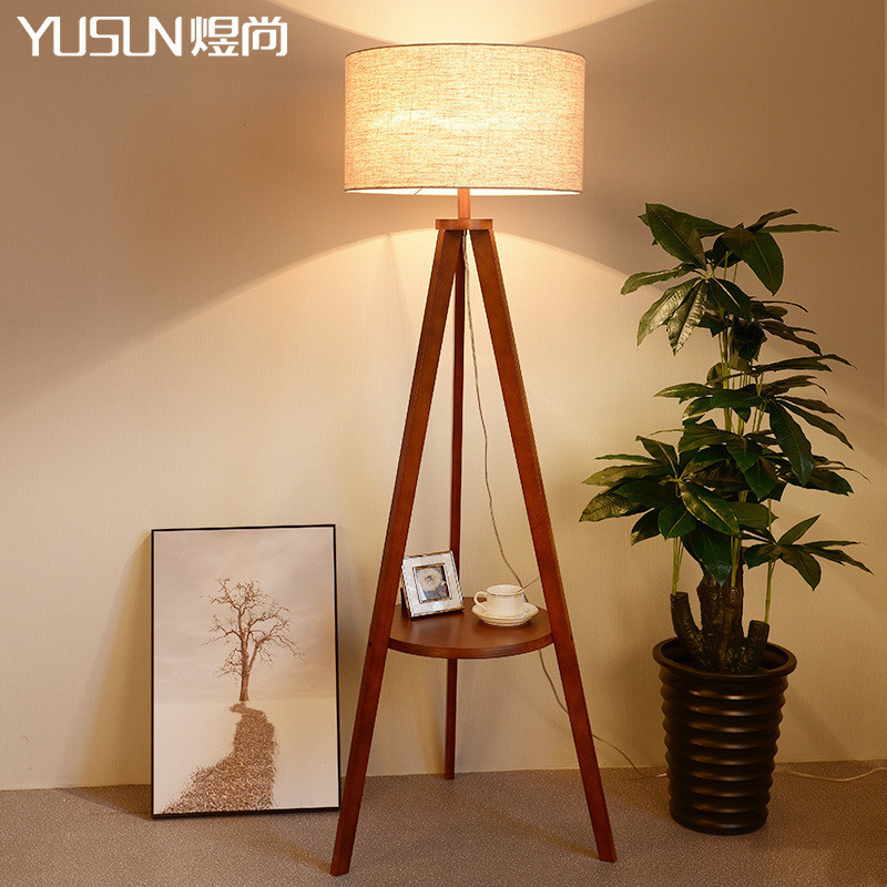 北欧实木落地灯简约现代卧室立式三角架置物台灯沙发遥控调光台灯