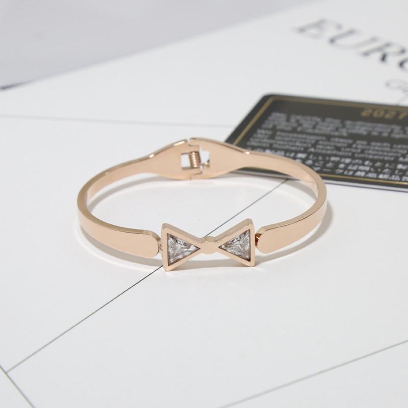 镶嵌锆石钛钢镀玫瑰金手镯手环可爱蝴蝶结水晶手镯手环配饰女送女朋