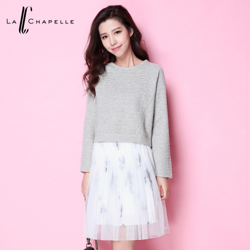 拉夏貝爾2017秋冬新款時尚套頭t恤印花網紗裙套裝兩件圖片