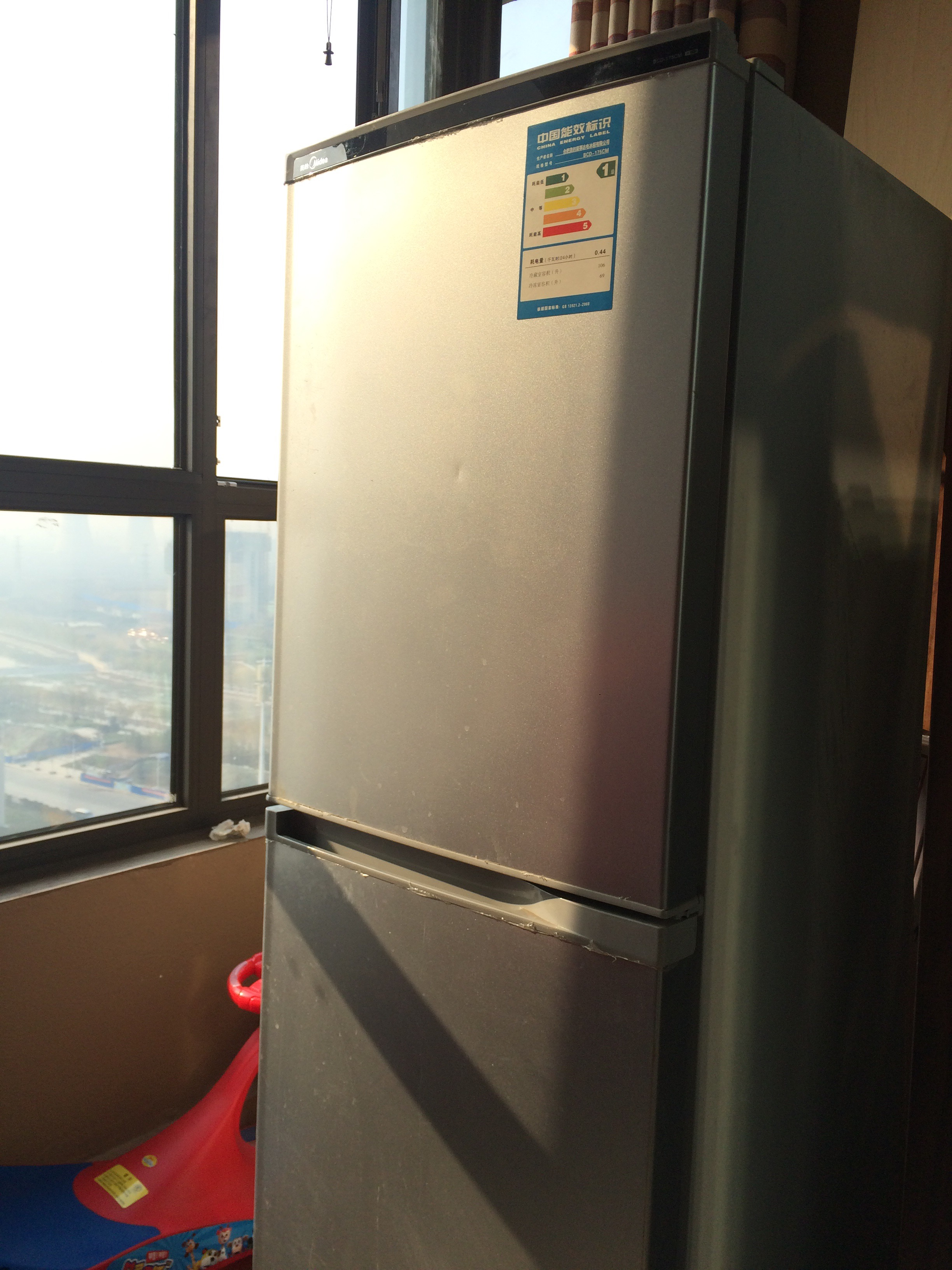 冰箱打开门简笔画